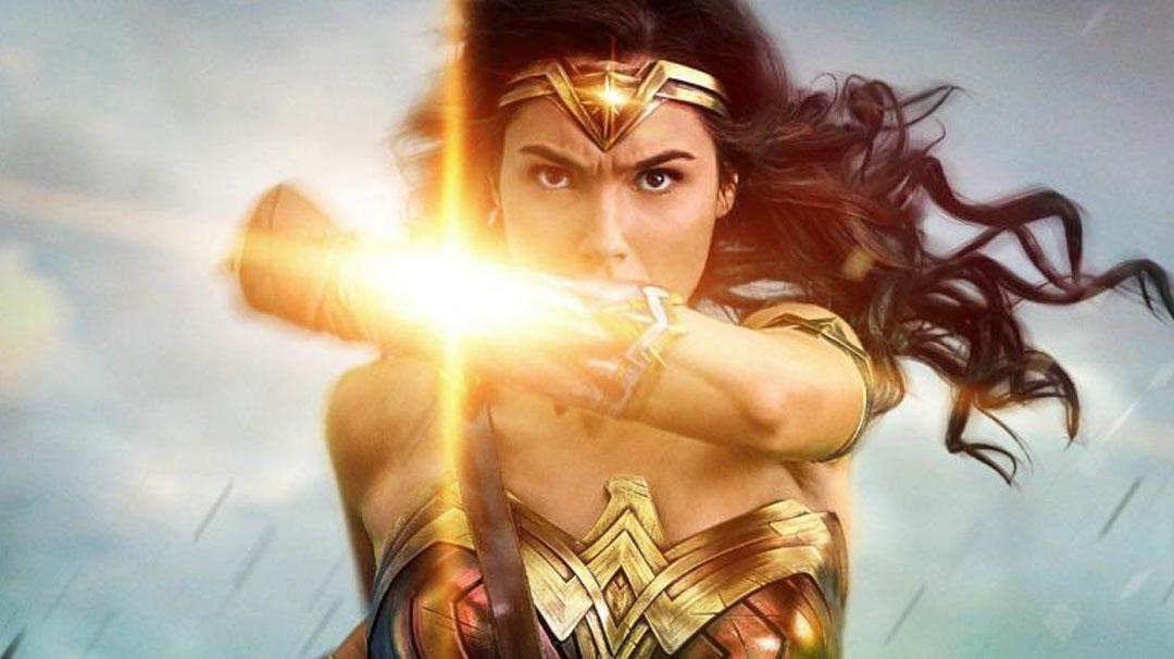 Image for 11. ¿De qué material están hechos los brazaletes de Wonder Woman?