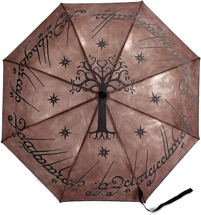 Así es el paraguas de El Señor de los Anillos