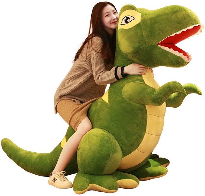 Venden un dinosaurio de más de 2 metros